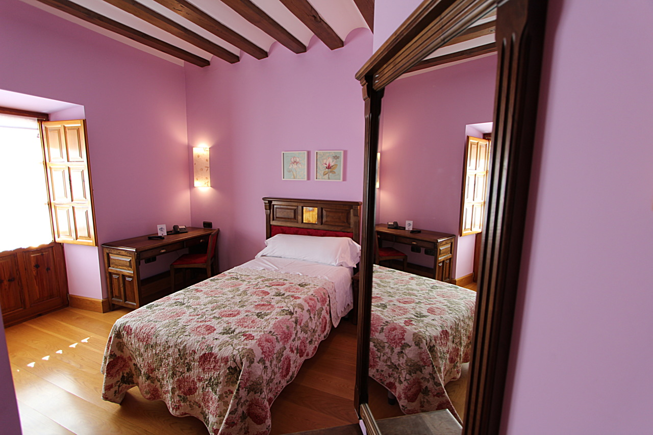 double bedrooms with bathroom in the cerrato palentino