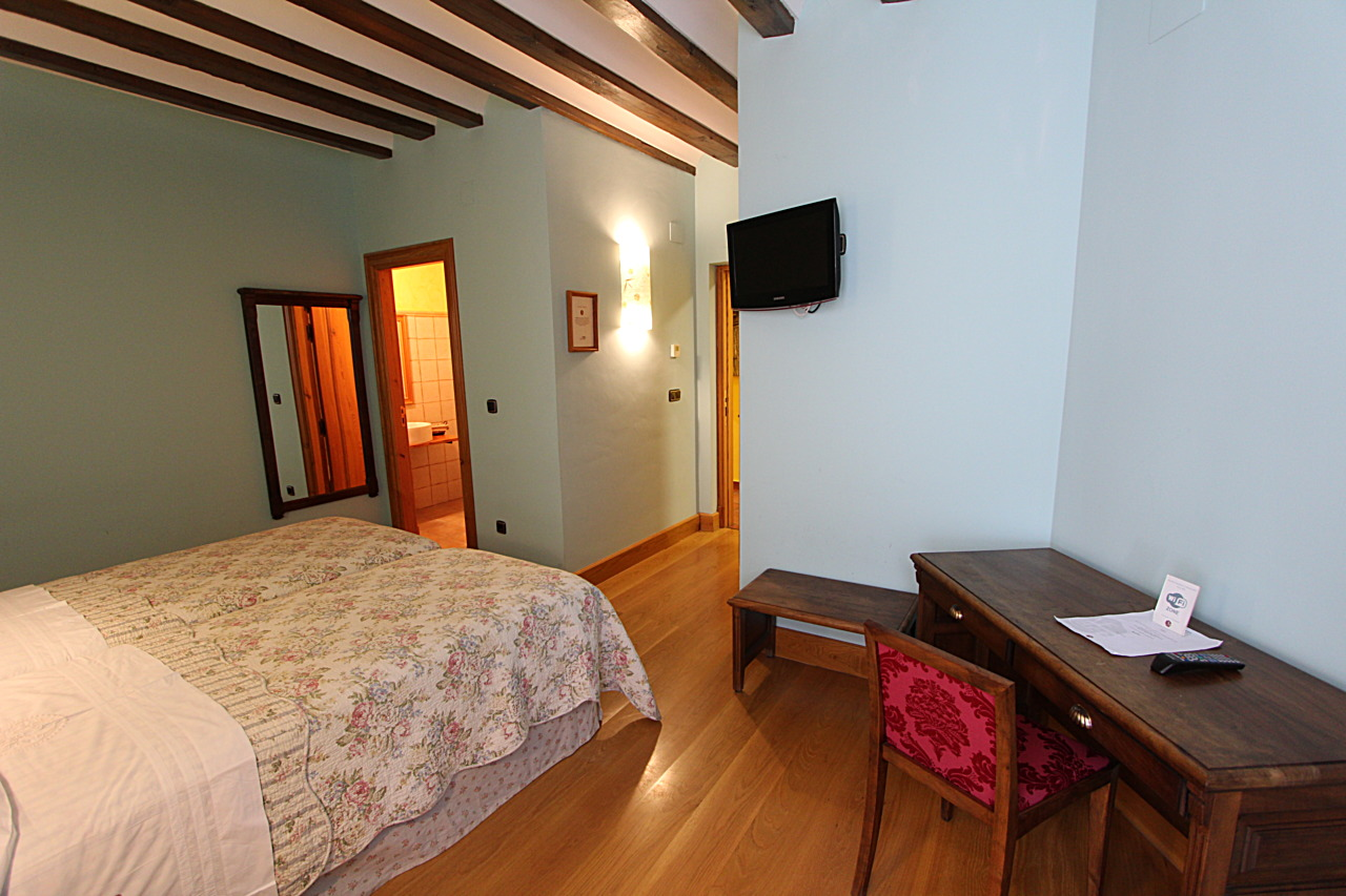 large bedrooms in herrera de valdecañas