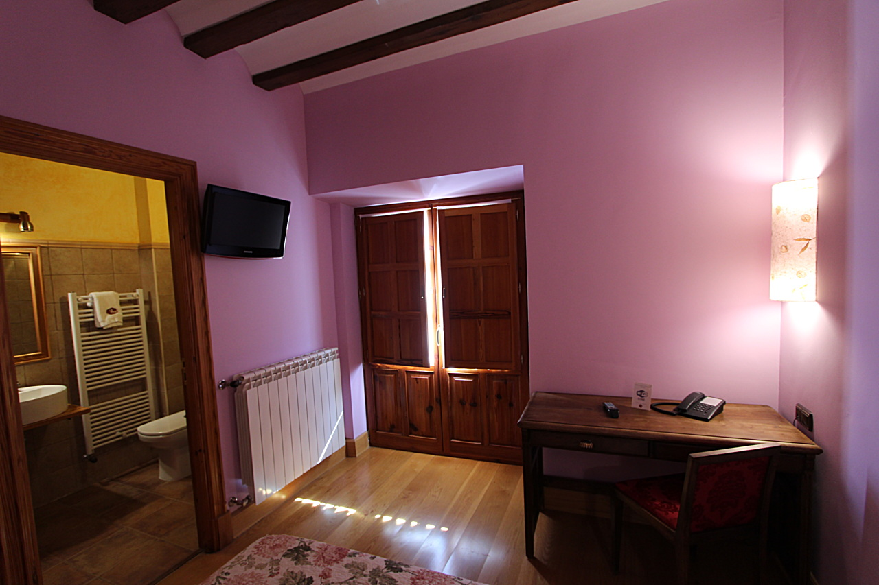 Bedrooms with breakfast in Herrera de Valdecañas